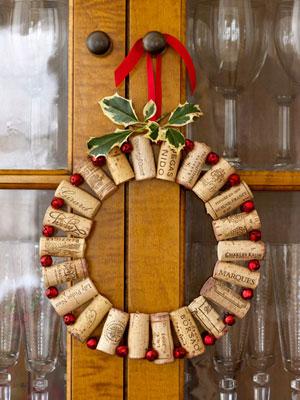 diy-wine-cork-christmas-wreath